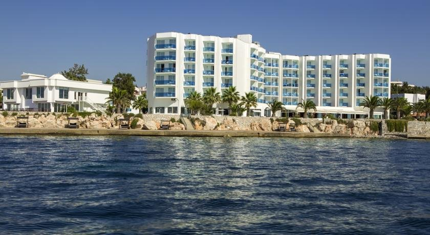LE BLEU HOTEL AND RESORT