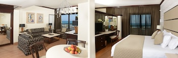Palm Beach Hotel And Bungalows
