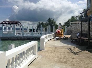 Waters Edge Guest Villa