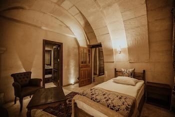 Alia Cave