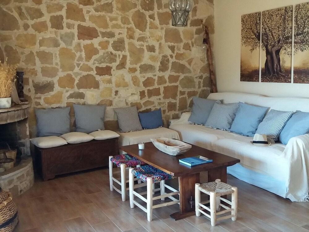 Spacious Holiday Home Near Sea In Nerotrivia