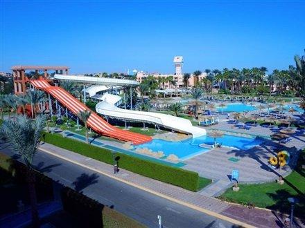 Beach Albatros Resort .