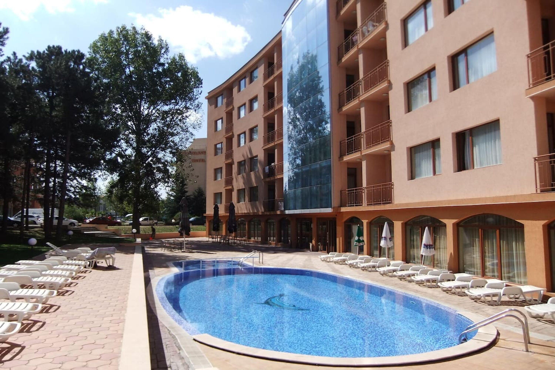 Sunny Sea Palace Apartment