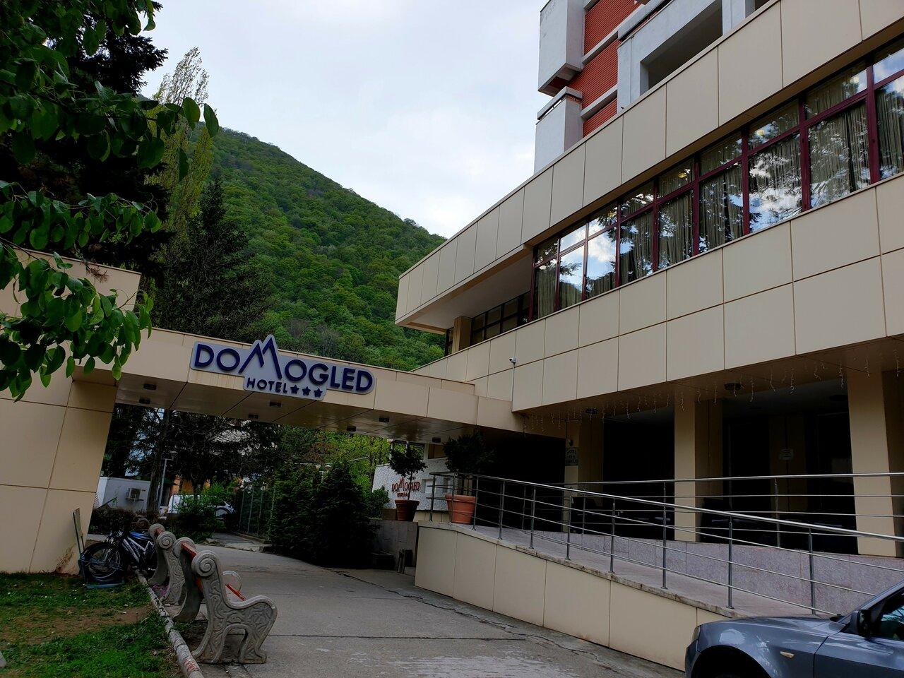 1 Decembrie - Hotel Domogled