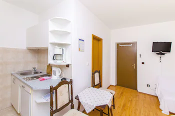 Apartments And Rooms Iva