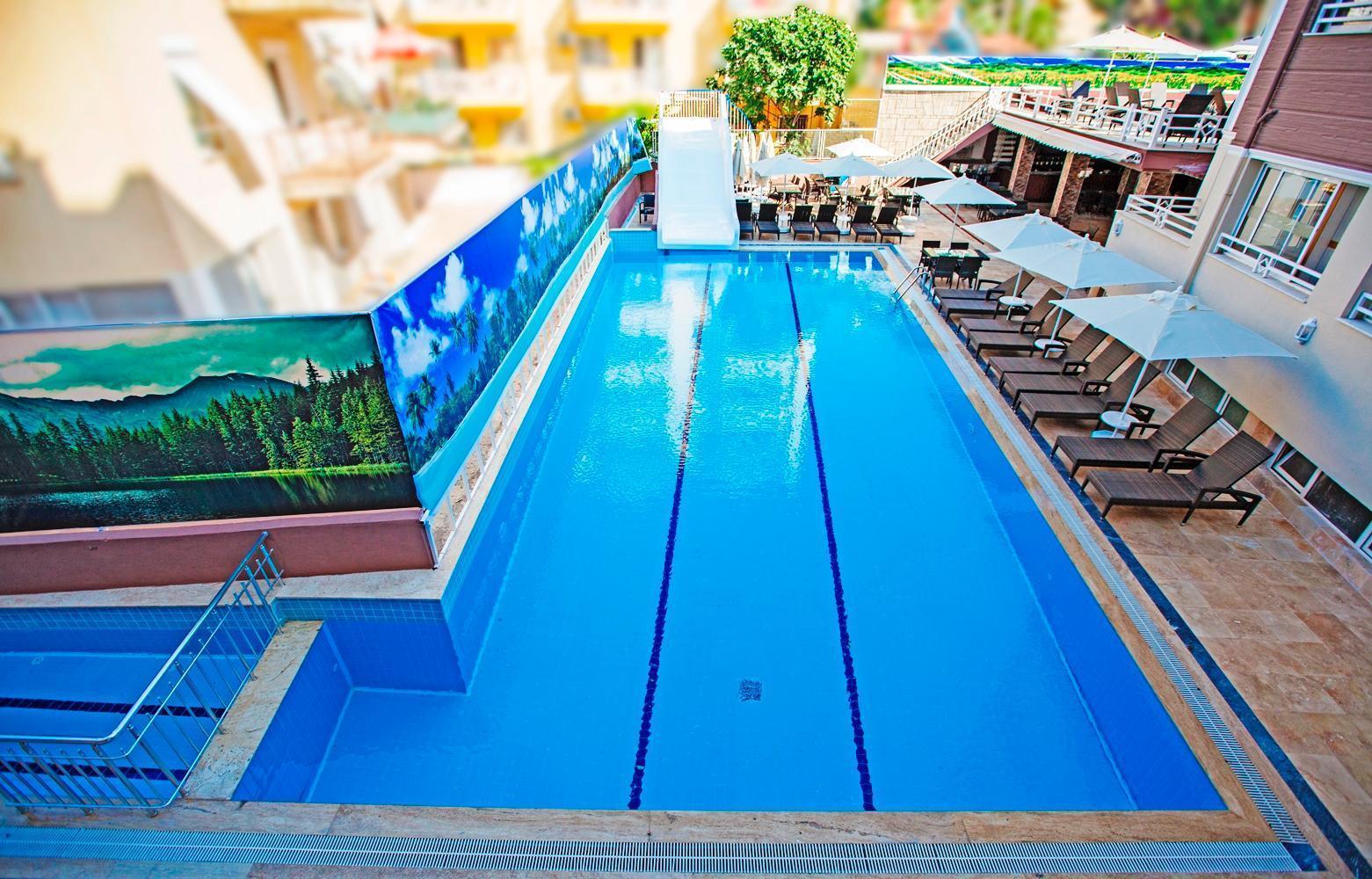 Comet Hotel & Resort