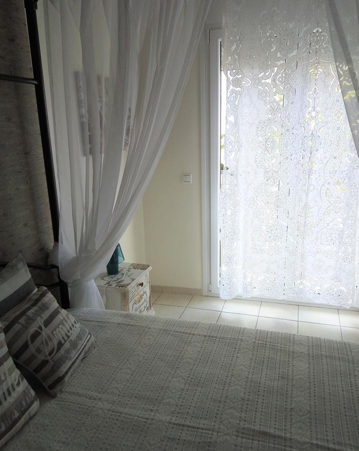 Menexe Apartments-karavi