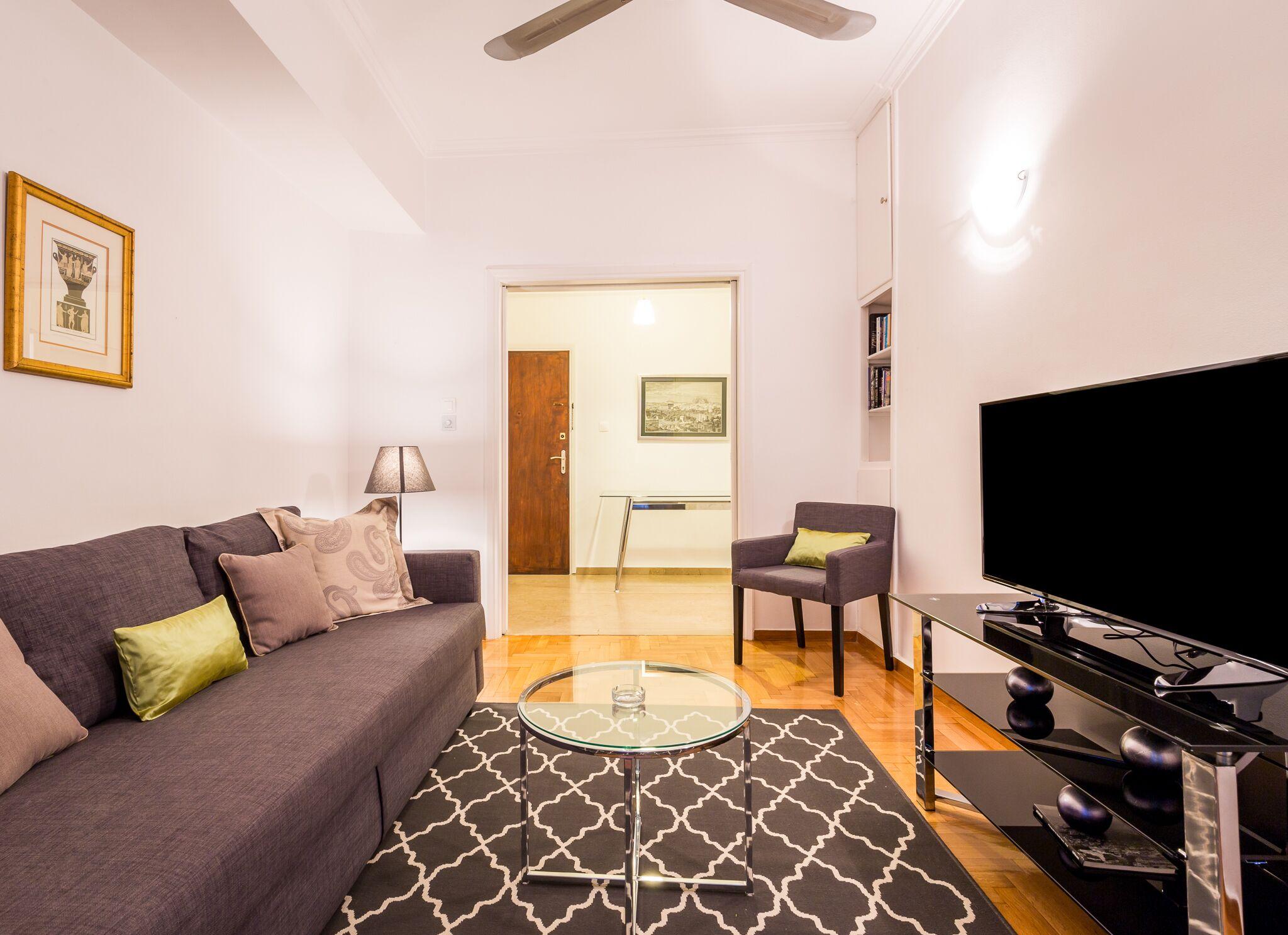 Homey Apartment For 4 People In Koukaki