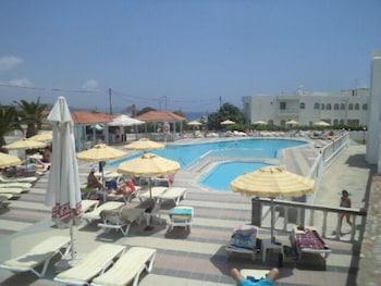 Kamari Bay Hotel