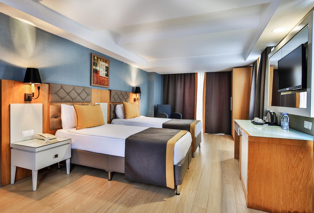 Hotel Saturn Palace