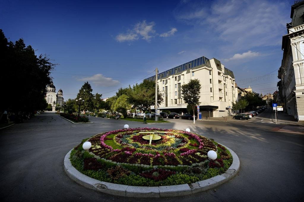Plaza V