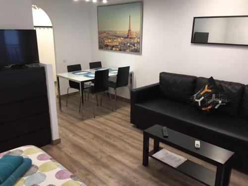 Anaiak Apartments