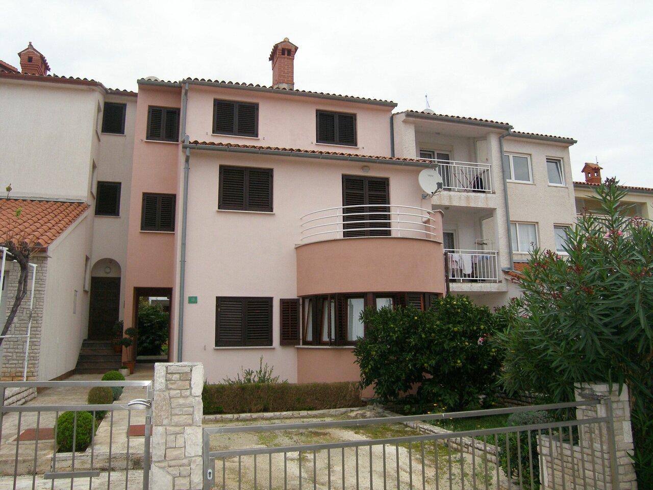 Lorena Apartments
