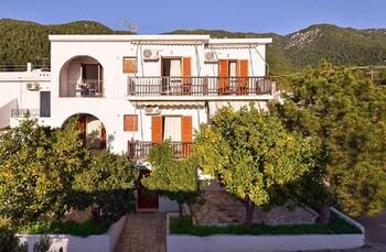 Alexios Studios & Elios Petit Village