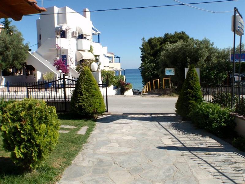 Leonidas Apartments