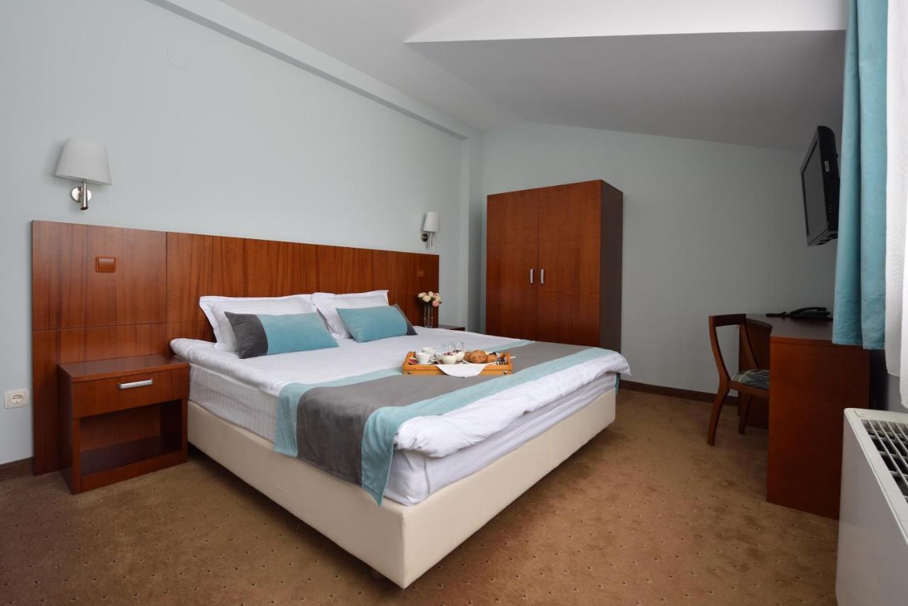 Paste - Hotel O3zone