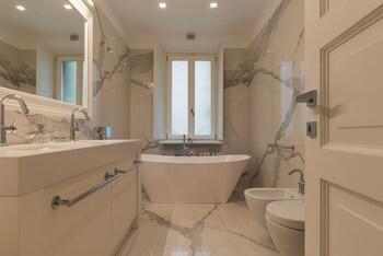 Ara Pacis Luxury Apartment