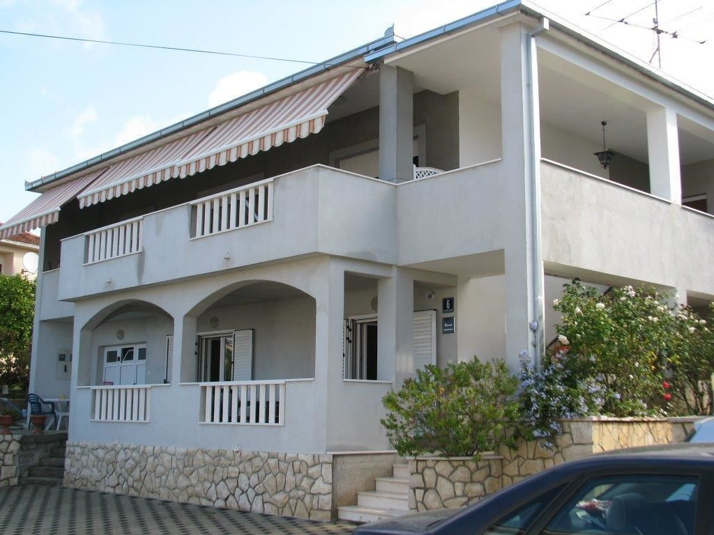 Apartments Bareta