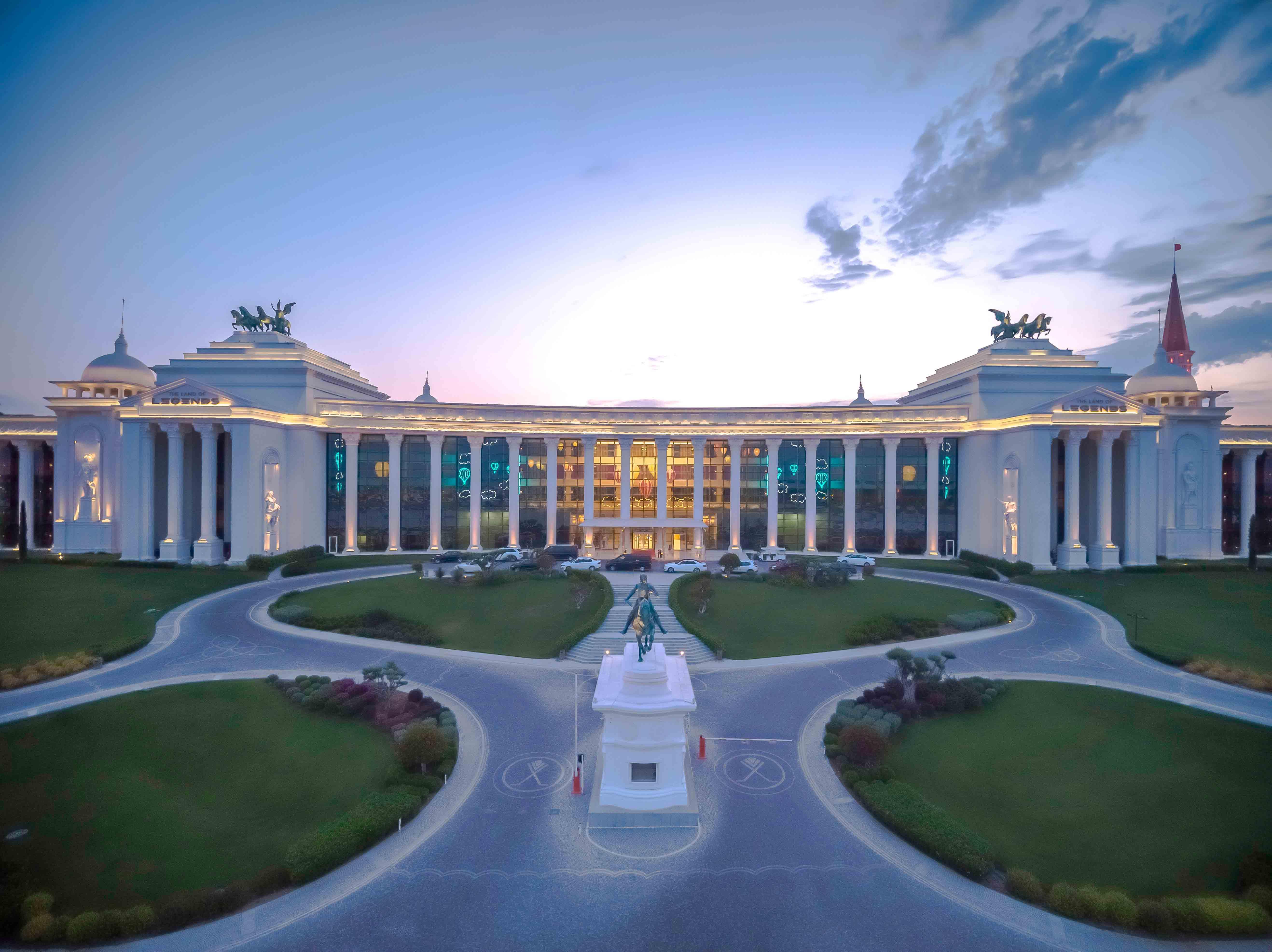 THE LAND OF LEGENDS - KINGDOM HOTEL