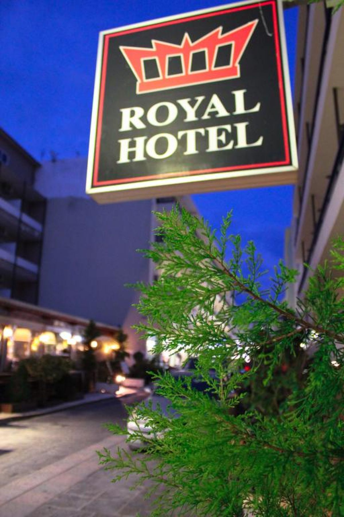 ROYAL APARTHOTEL