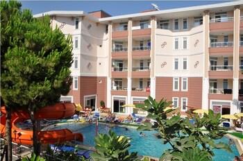 Primera Hotel And Apart