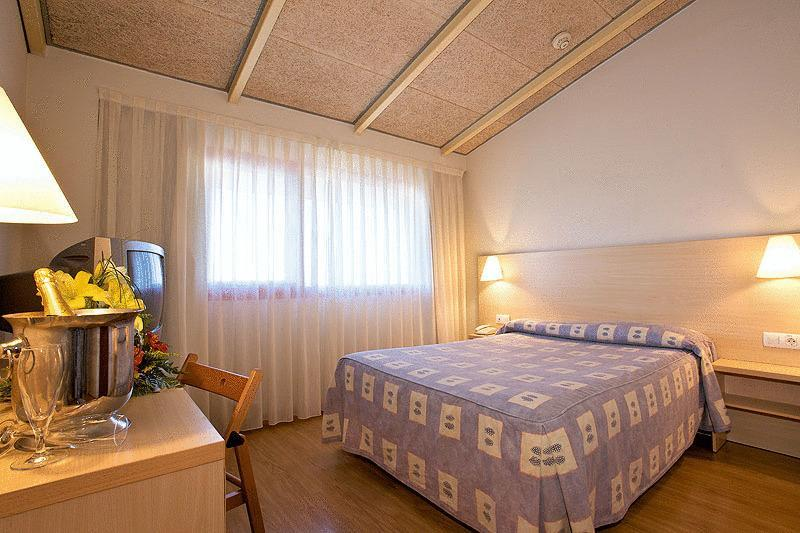 Basic Hotel