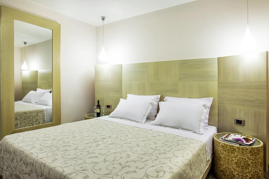 Core Hotels (Polichrono, Kassandra)