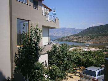 Ksamil Apartments