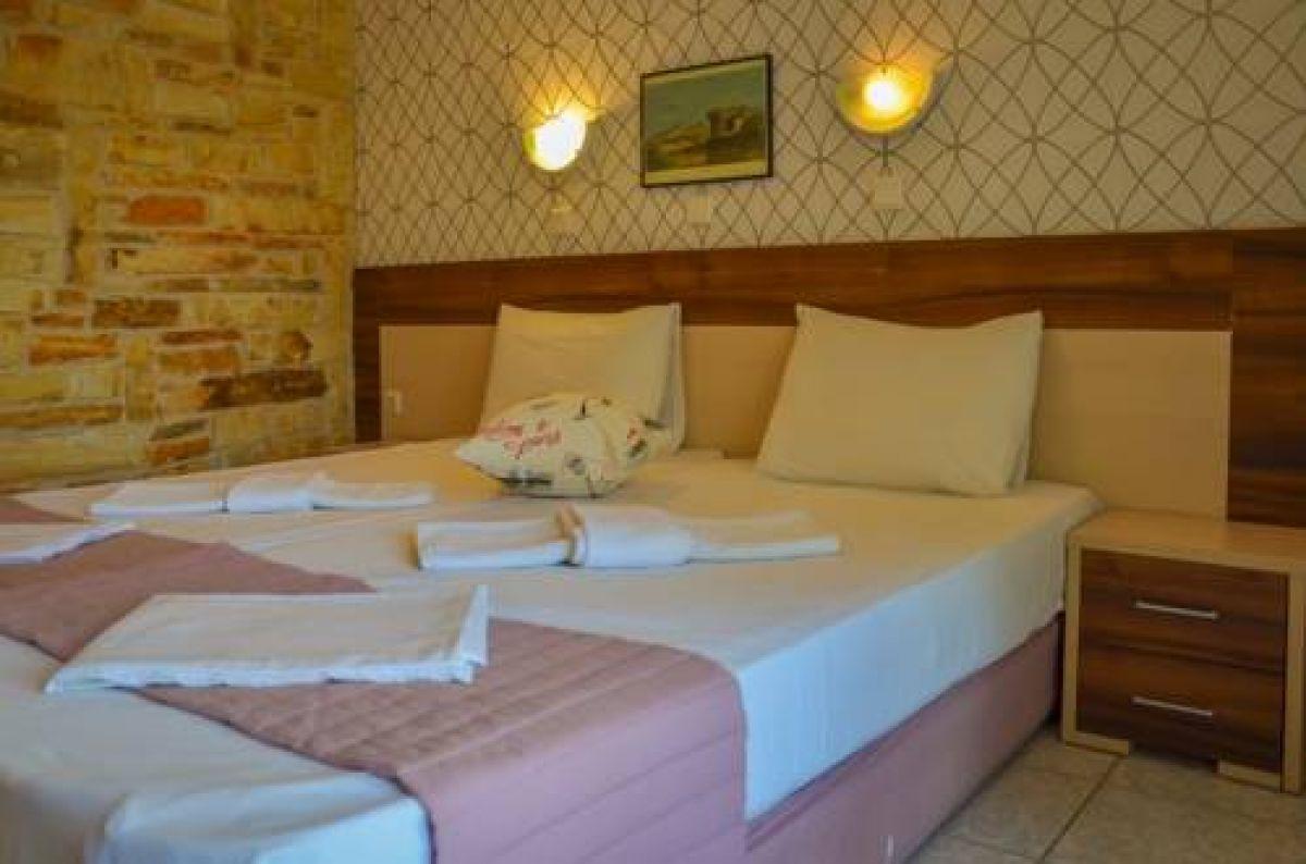 Ellas Hotel