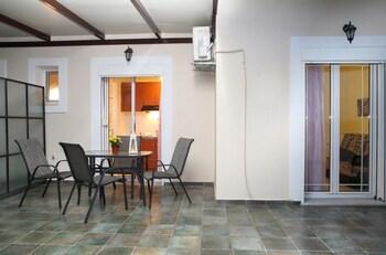 Apartments Avra