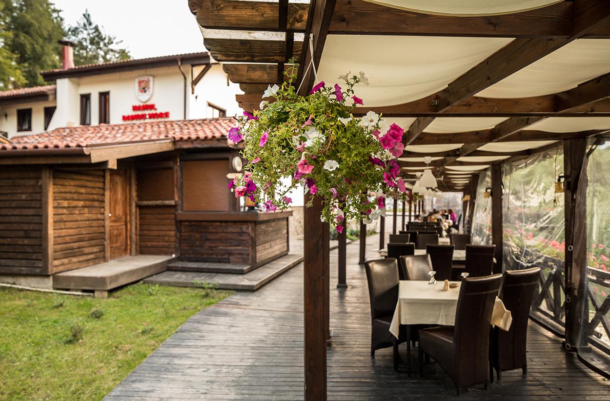 1 Iunie - Hotel Domeniul Dambu Morii - demipensiune