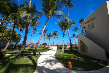 Los Corales Beach Village