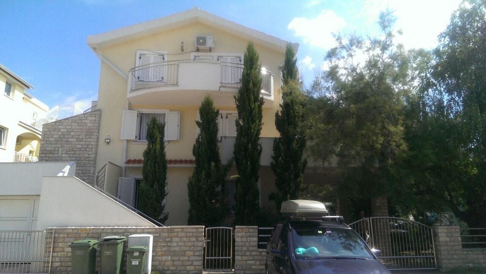 Apartment Complex Kristi