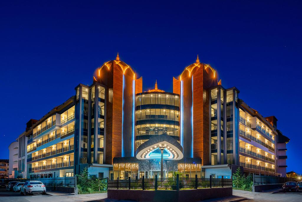 ARNOR DELUXE HOTEL & SPA