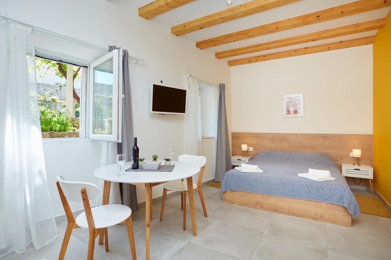 Orange - Volantina 5 Apartments