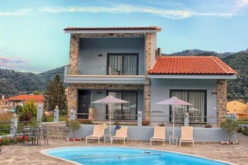 Theros Villas And Suites