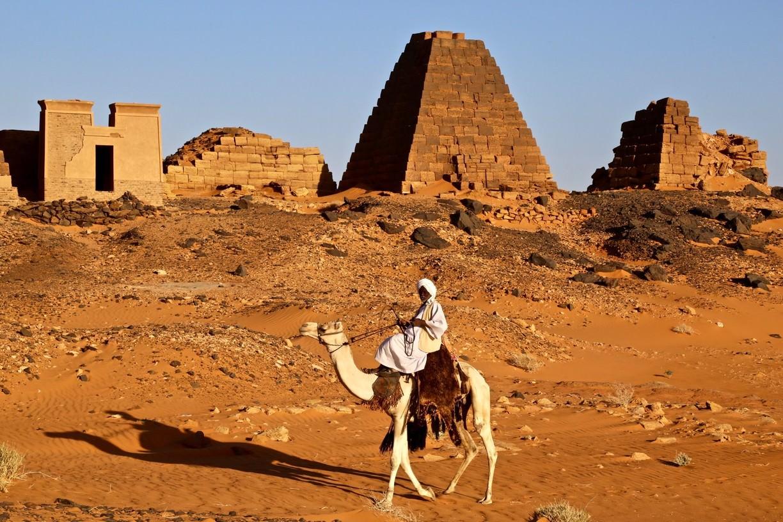 SUDAN - PIRAMIDE ȘI TEMPLE