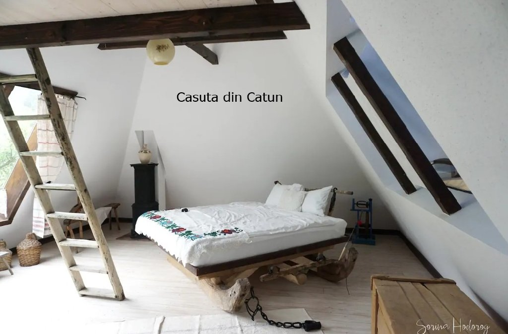 Casuta din Catun (Adults Only) (Grosi)