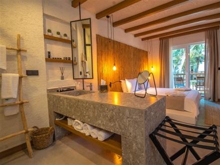Very Chic Hotel
