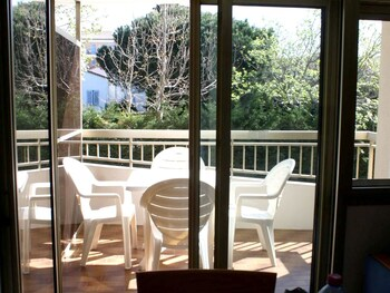 Studio in Sainte-maxime, With Furnished Terrace - 200 m From the Beach