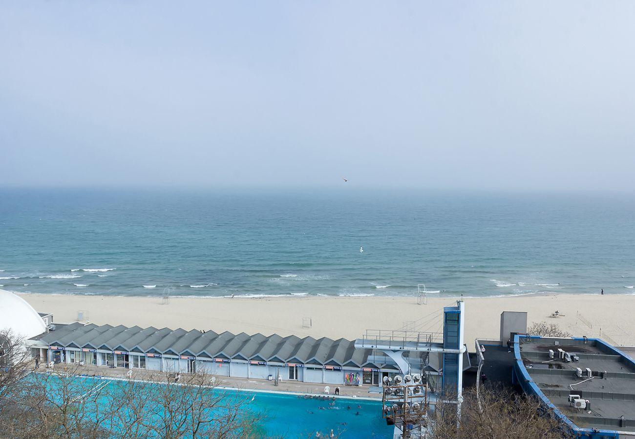 Spacious 2-bd Amazing Beachfront View - Varna Port