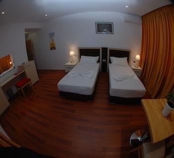 Summer Suite Hotel