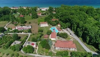 Sintrivanis Resort Beach