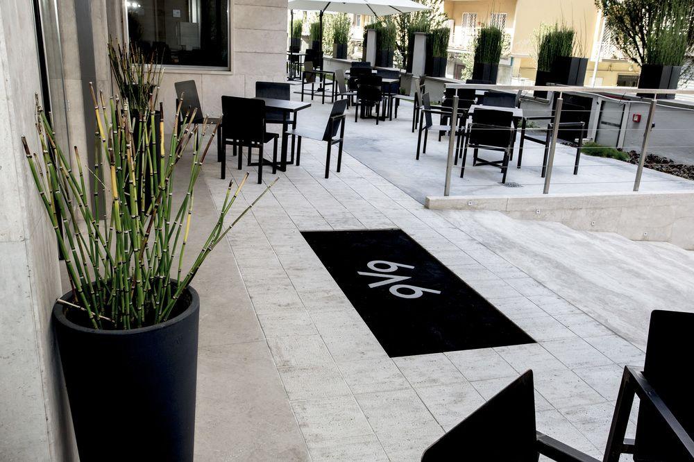 Hotel V99