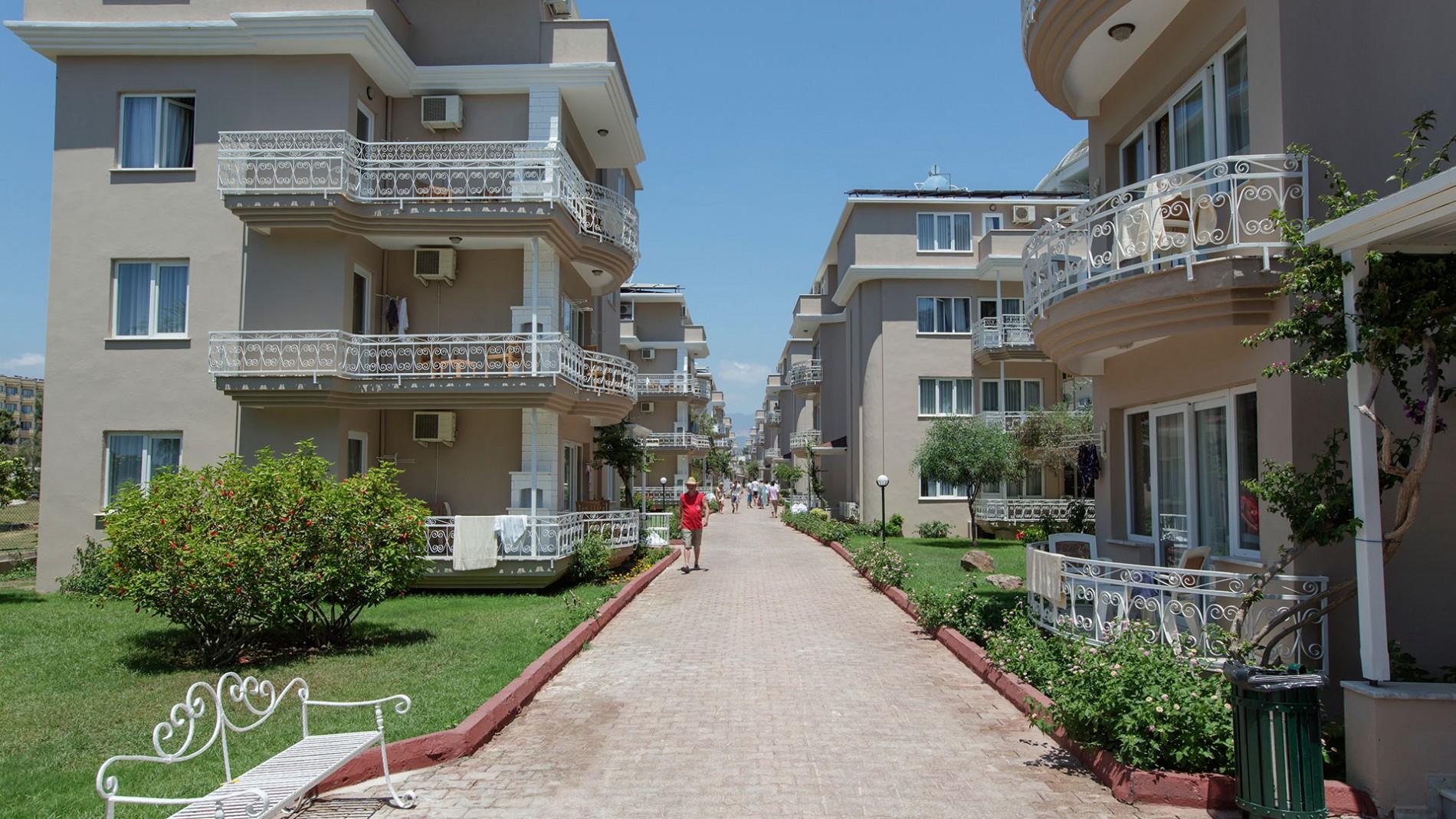 LARISSA HOLIDAY BEACH HOTEL