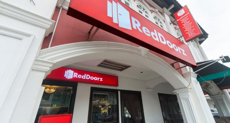 RedDoorz near Marine Parade Central