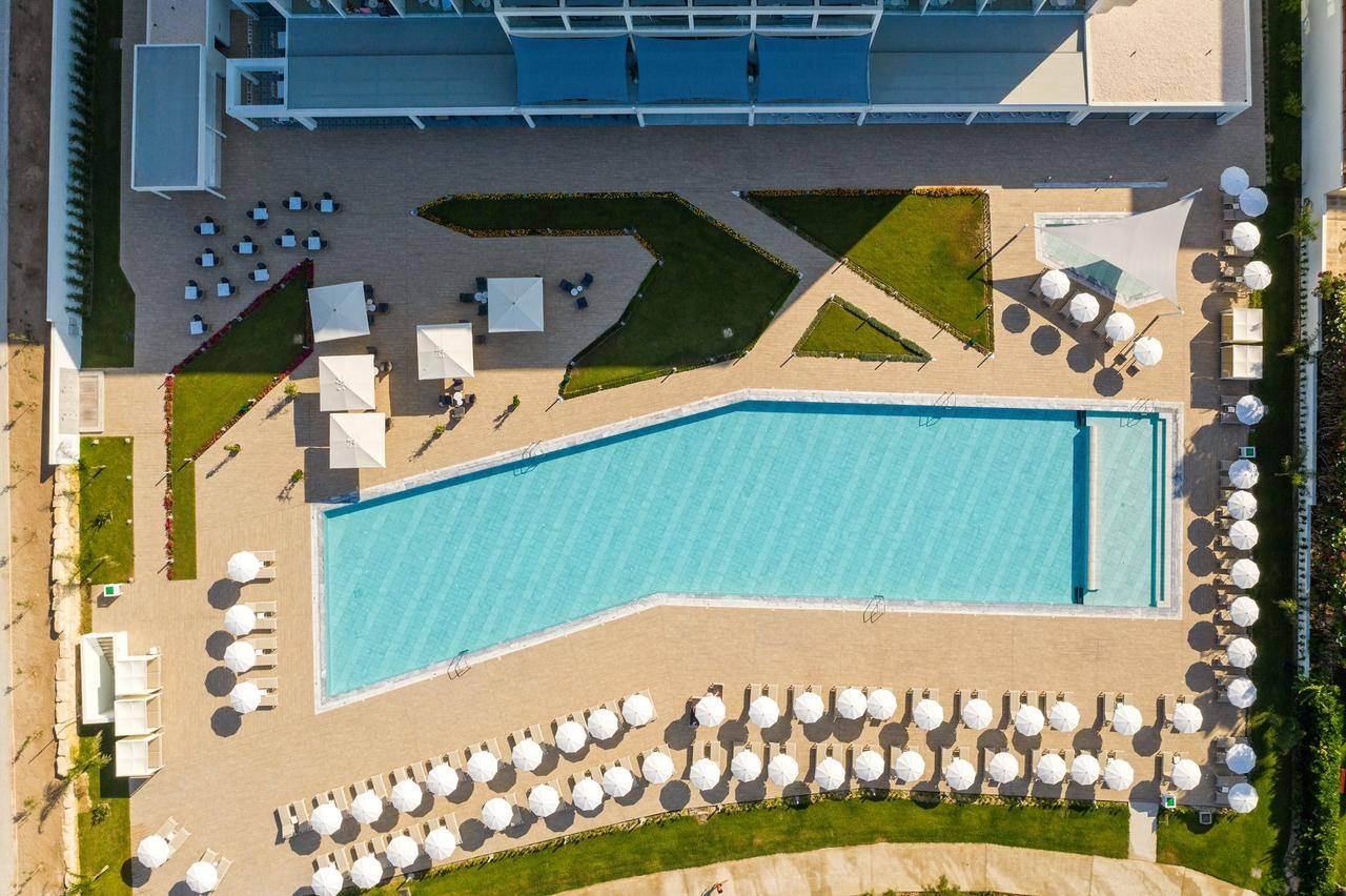 Louis Ivi Mare (Adults Only)