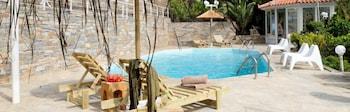 Kymothoi Rooms & Pool Bar