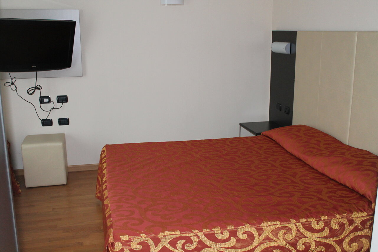 Raya Hotel Motel
