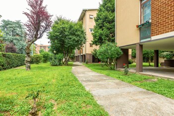 Bright Flat With Shared Garden